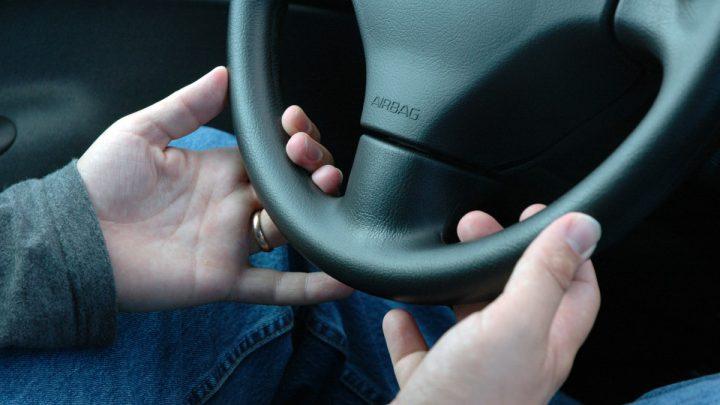 Jak sprawdzić czy prawo jazdy jest do odbioru? Status dokumentu.
