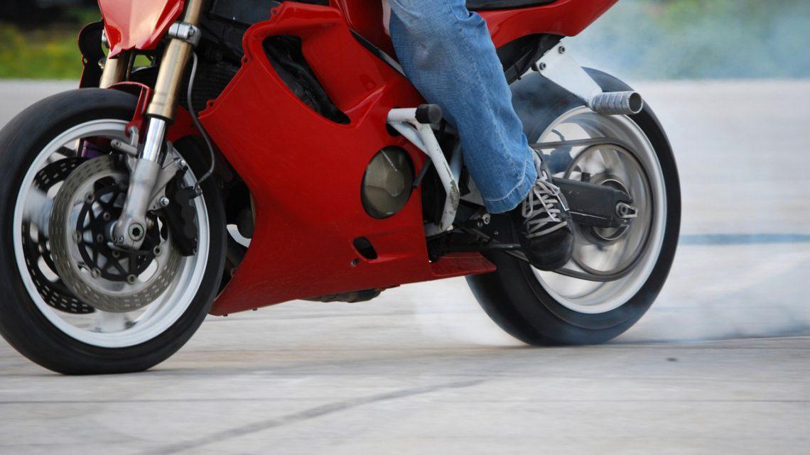 Prawo jazdy kategorii B a kierowanie motocyklem.